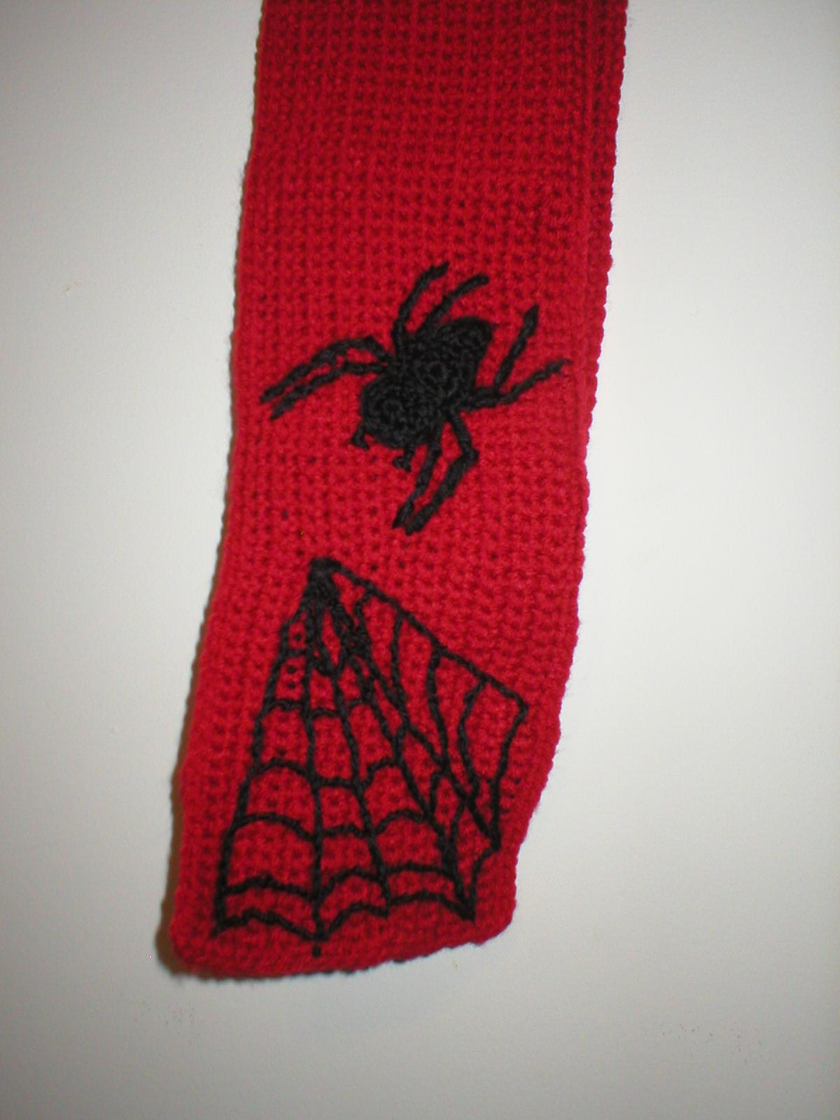 closeup_spidie_scarf